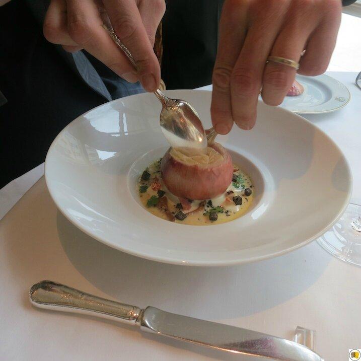 Oignon rose de Roscoff, cuisiné carbonara, royale de lard fumé et champignons sauvages (1)