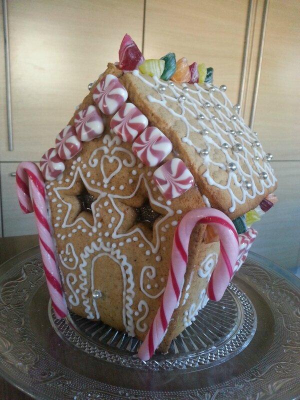 Maison en pain d 39 pices nous et les minibouts - Kit maison en pain d epice ...