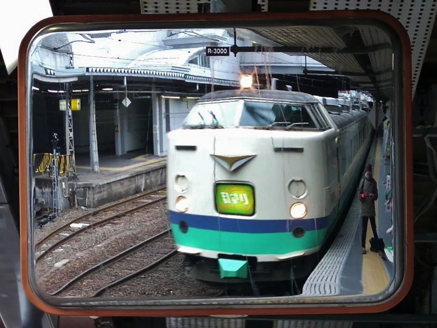JR 485 Inaho in the mirror, Akita eki