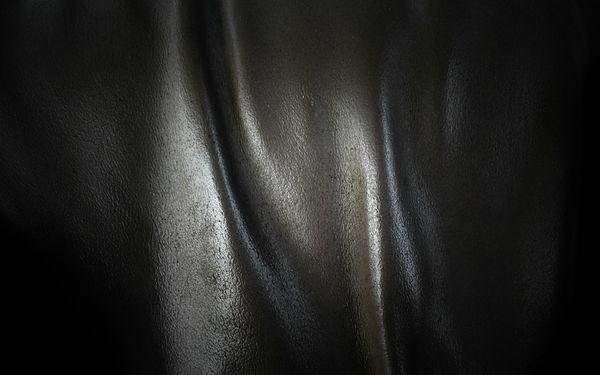 noir_cuir_texture_plie