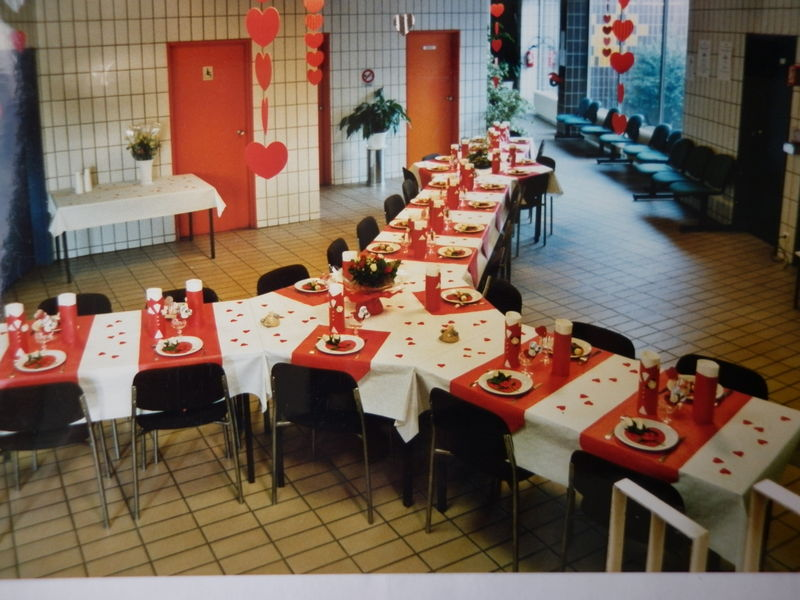 Table st valentin rouge et blanc les cr ations d co de - Decoration de table anniversaire 60 ans ...