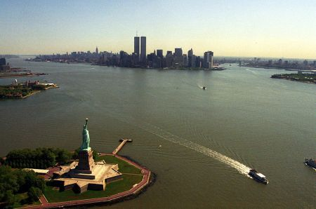 800px_manhattan_from_helicopter