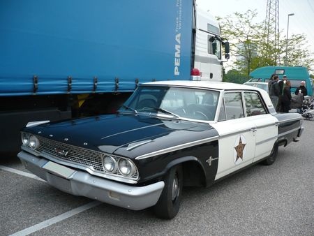 FORD_Galaxie_500_4door_Sedan_Police_Cruiser_1963_Offenbourg__1_