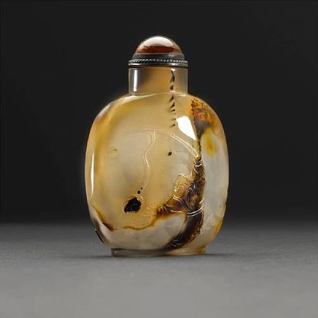 A_silhouette_agate_snuff_bottle