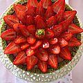 Charlotte aux fraises et pistaches