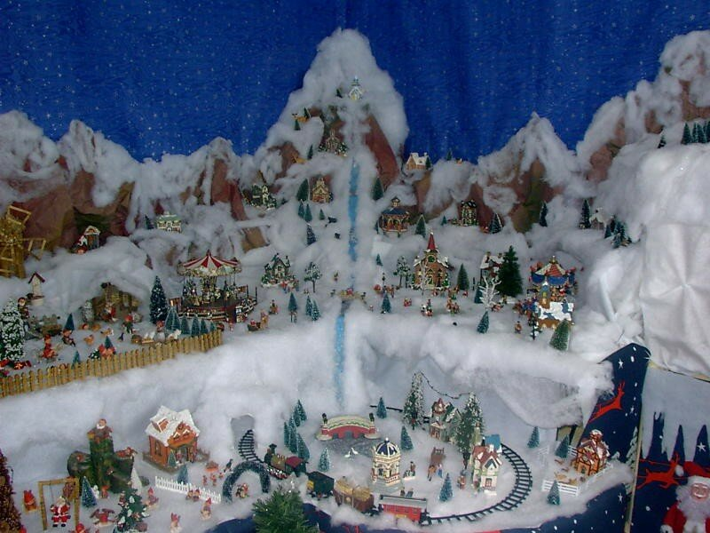 La montagne et sa cascade photo de village de no l 2003 noel miniature - Village de noel miniature ...
