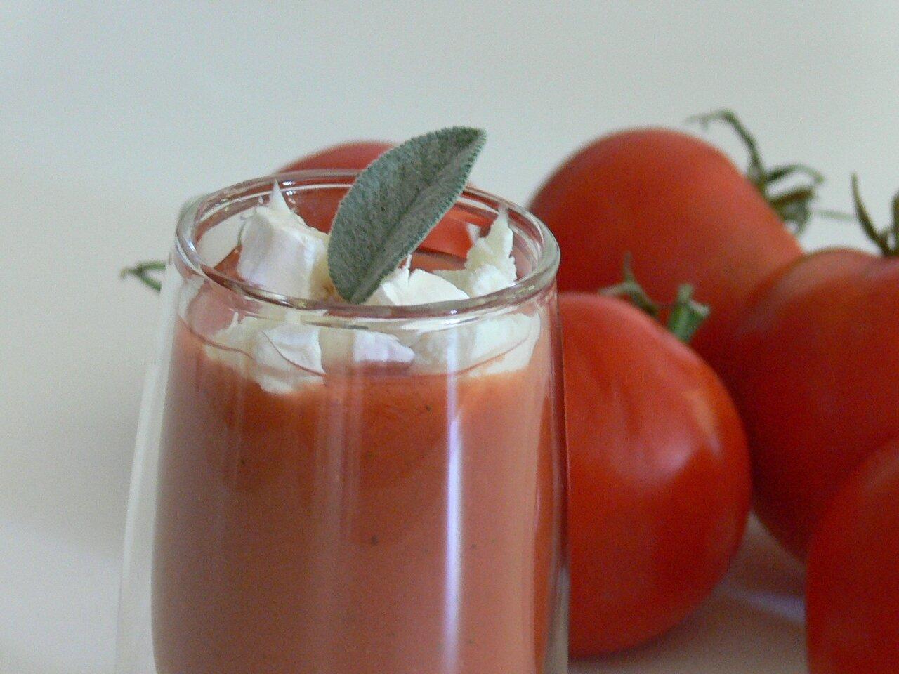 soupe froide de tomates au ch vre pauline en fait tout un plat. Black Bedroom Furniture Sets. Home Design Ideas