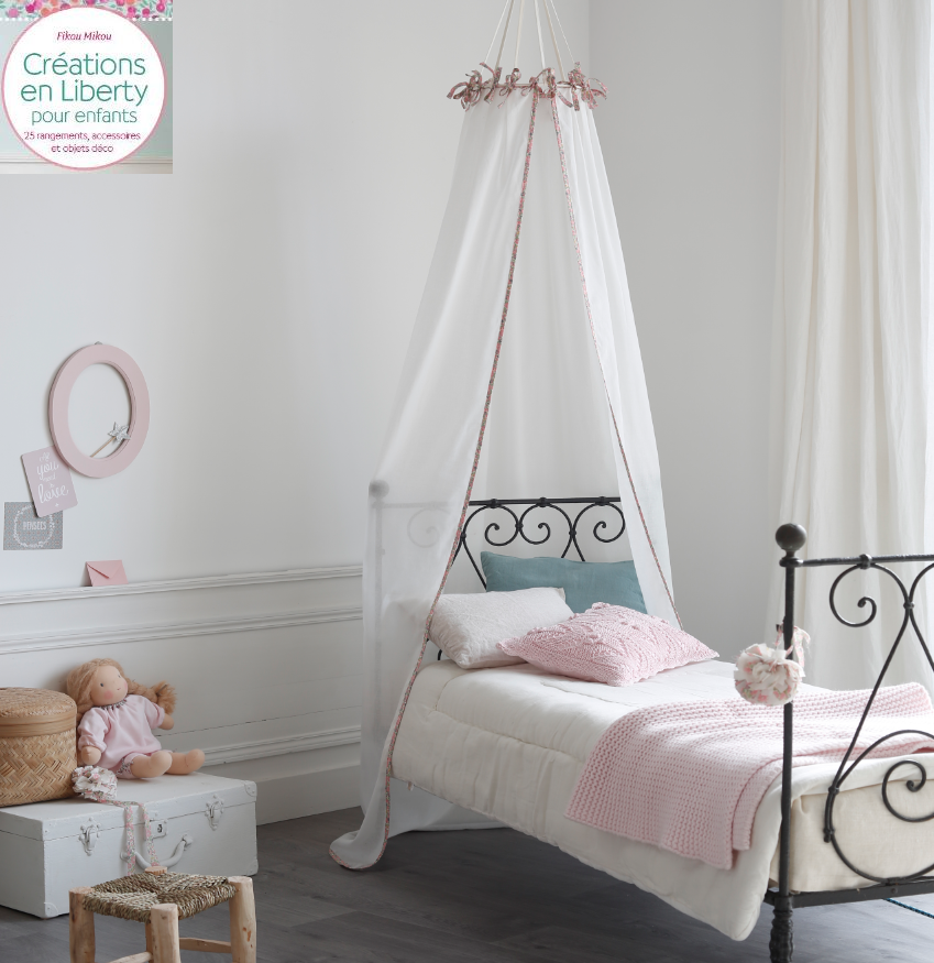 cr ations en liberty pour enfant livre fikou mikou ciel de lit photo de on parle de fikou. Black Bedroom Furniture Sets. Home Design Ideas