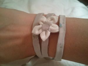 bracelet beige 1 fleur