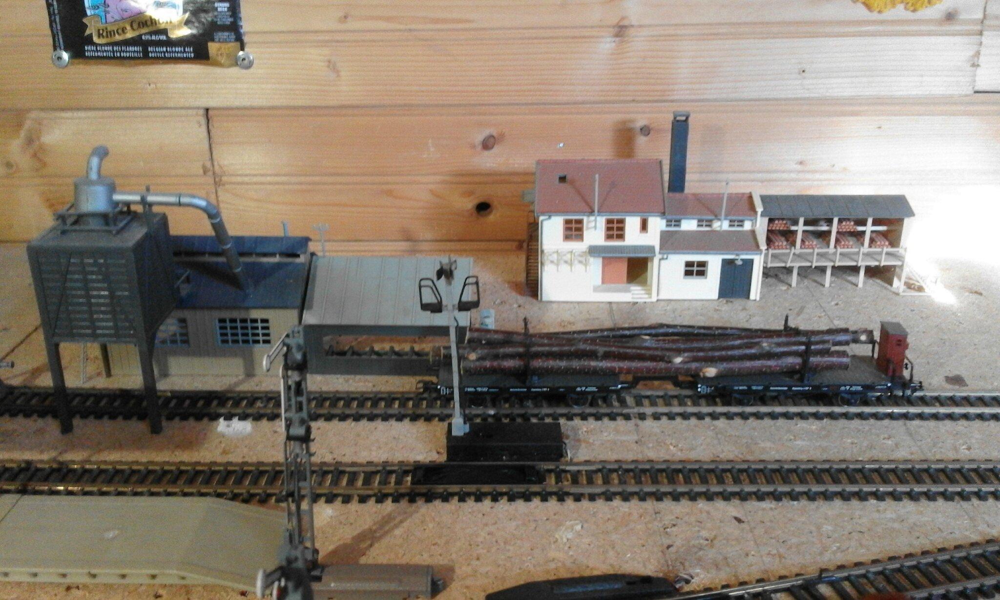 les trains de mon grenier 6 gares et trains. Black Bedroom Furniture Sets. Home Design Ideas