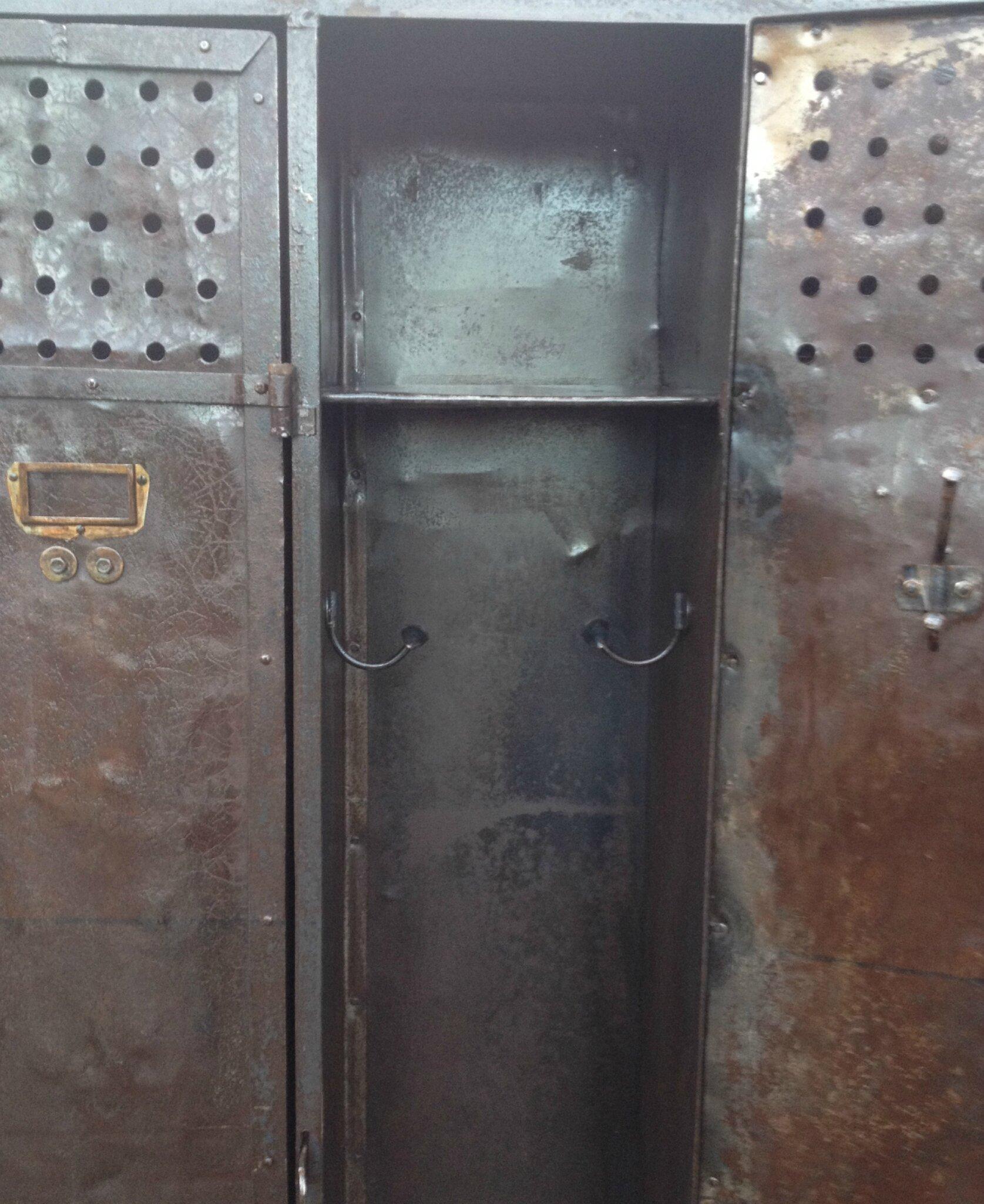 placard riveté 4p détail intérieur
