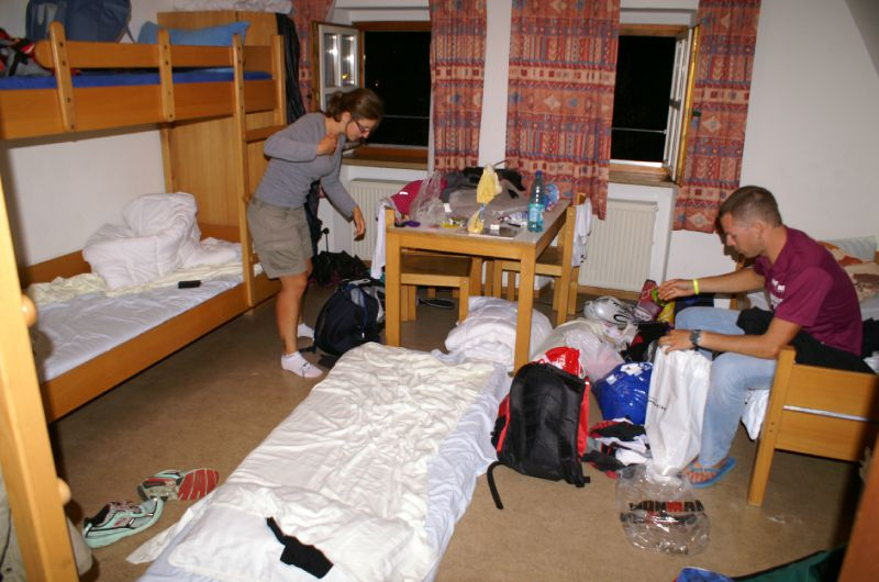 la chambre de l 39 auberge de jeunesse photo de ironman de. Black Bedroom Furniture Sets. Home Design Ideas