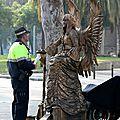 Barcelone, La Rambla, artiste de rue, police_6383