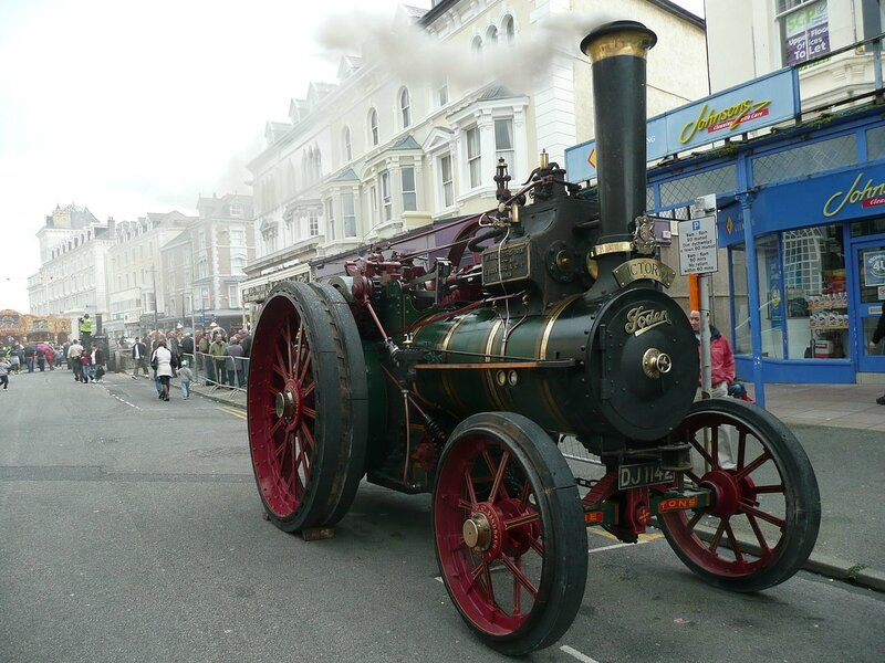 1280px-Foden_steam_traction_engine_built_1899