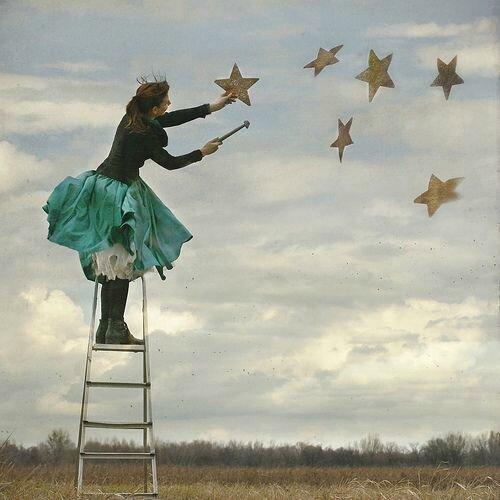 elle suspend des étoiles