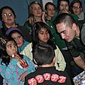 día del niño... los gendarmes regalan a los niños