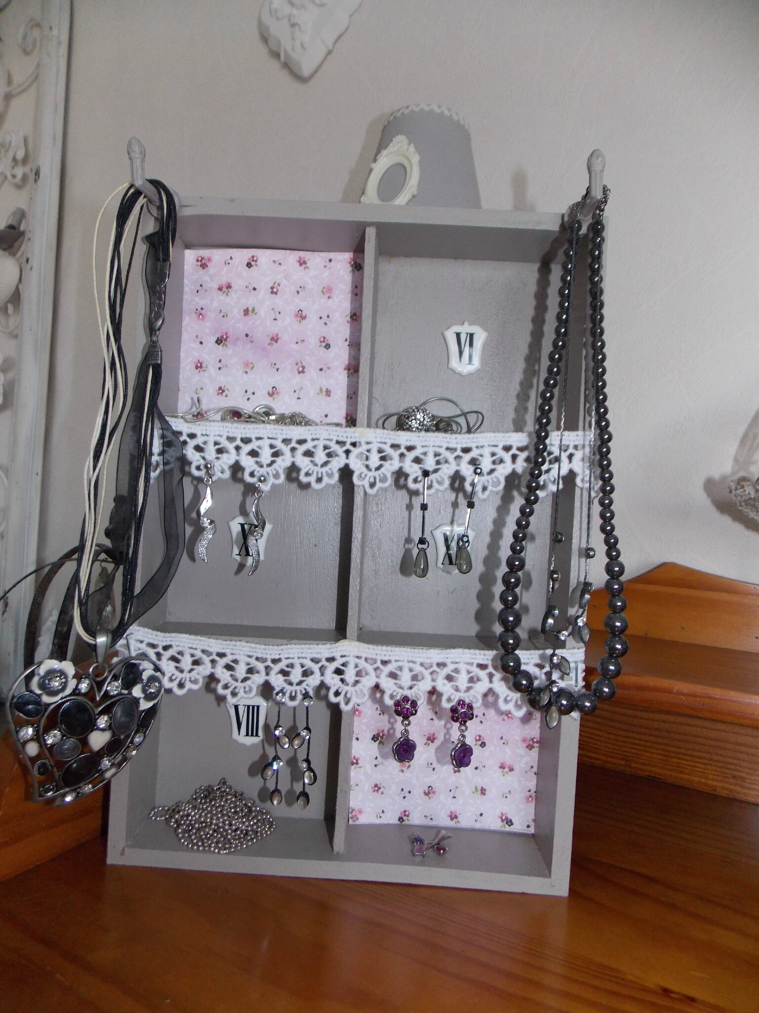 cintre porte bijoux trendy original porte collier et bijoux cintre presentoir par bracelet full. Black Bedroom Furniture Sets. Home Design Ideas