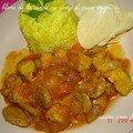 Le blanc de la dinde au curry et sauce rouge et champignon