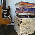 My Cube tabouret table en carton à personnaliser à colorier chambre enfant deco guitare électrique collection BD