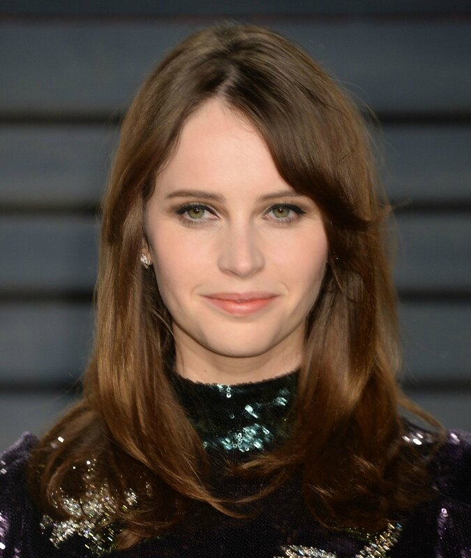 felicity-jones-at-vanity-fair-oscar-2017-party-in-los-angeles-2