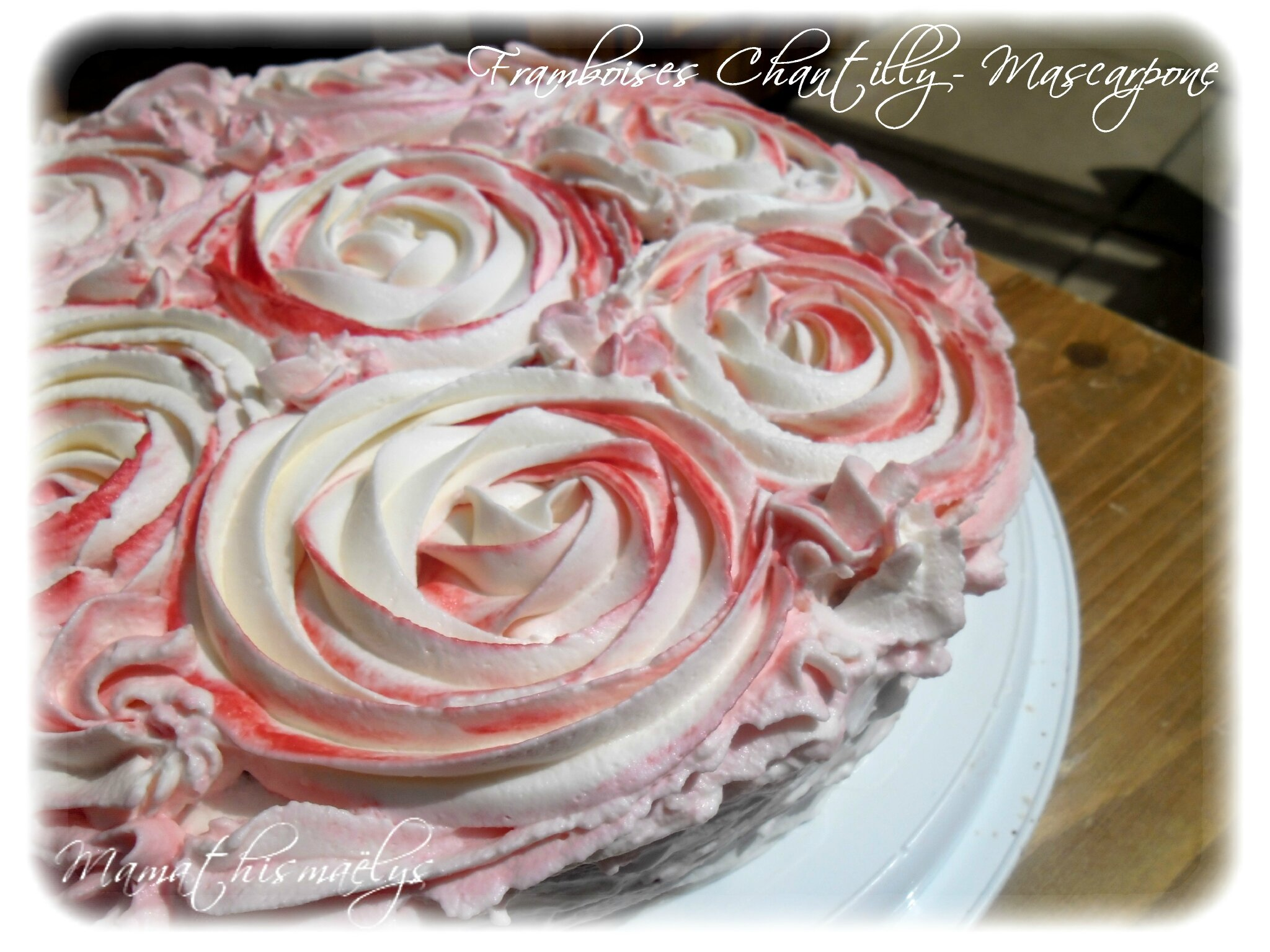 G teau framboises chantilly mascarpone d cors effet roses - Decoration gateau avec creme chantilly ...