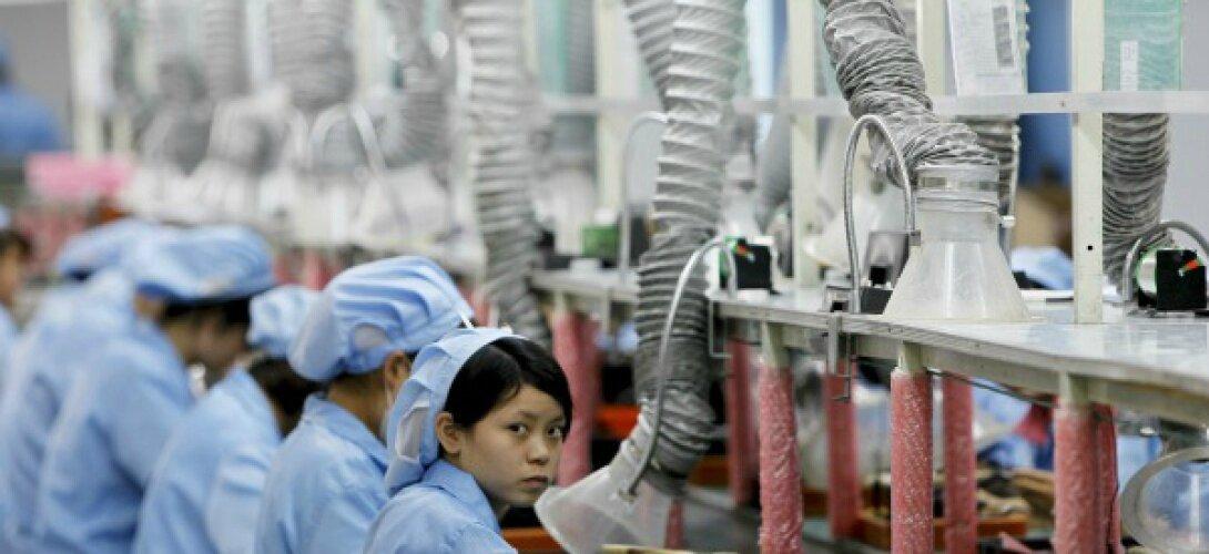Apple récupère l'étain depuis des bassins de boue en Indonésie, de nombreux enfants y travaillent...