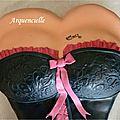 Gâteau buste de femme, détail décolté lingerie rose et noire