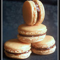 Macarons  l'orange garnis de confiture de lait...
