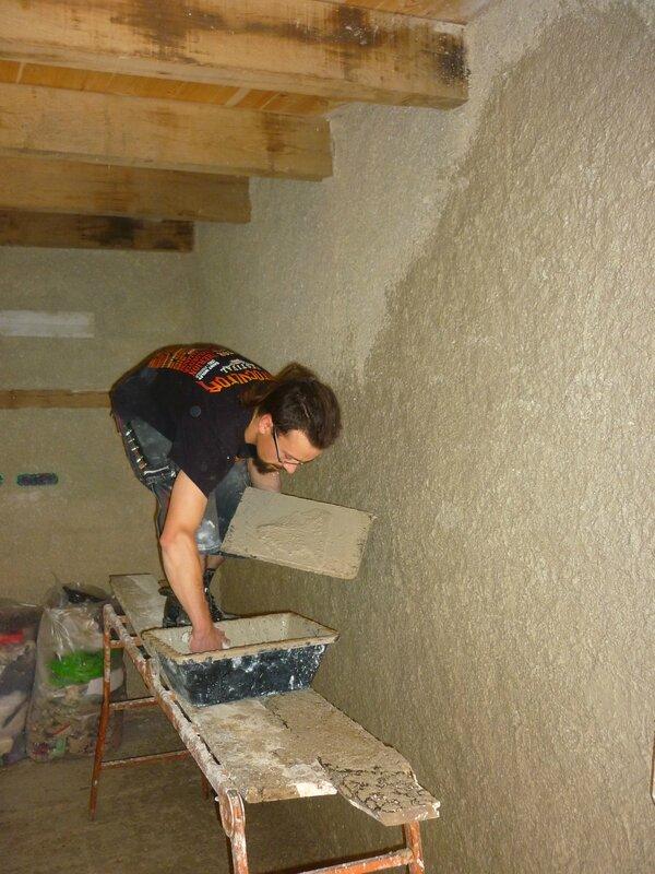 Renover une maison - longère - enduits chaux chanvre - mur en pierre - gobetis - enduit de corps - enduits de finition17