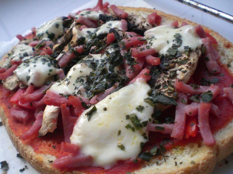 Bruschetta jambon / tomate /champignon / mozzarella - Manou et sa cuisine