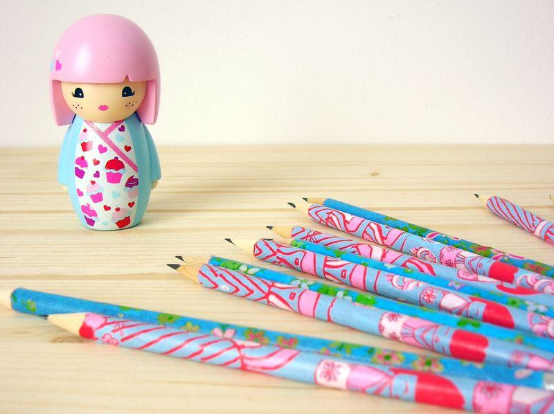 crayons et figurine 1
