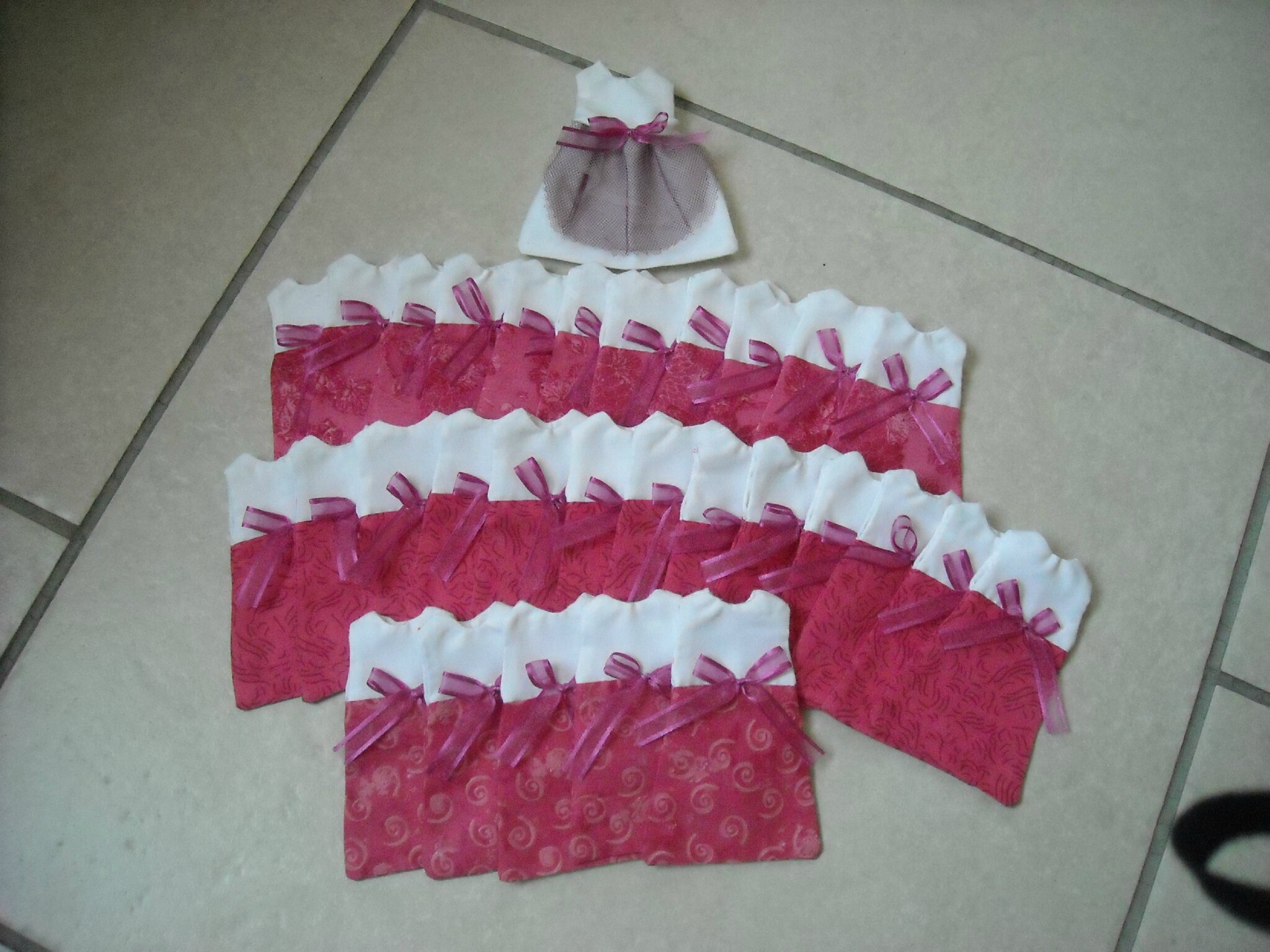 Robe dragees terminees creamamisa for Boite a couture originale
