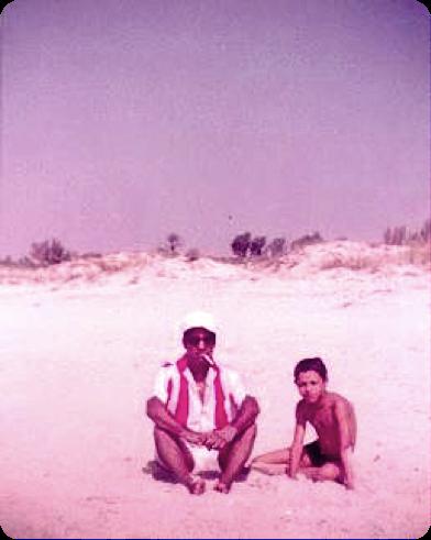 Mon père et moi sur une plage de Beni Khiar