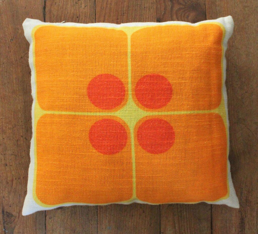 1 housse de coussin orange vintage vie d 39 puce. Black Bedroom Furniture Sets. Home Design Ideas