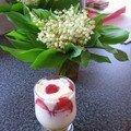 Tiramisu au lemon curd, fraises et fleur d'oranger