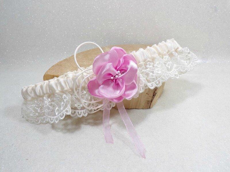 Jarretiere de mariee dentelle ivoire rose fait main