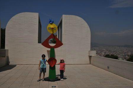 Barcelone, Fundacio Joan Miro, mes filles J. et E., mai 2011