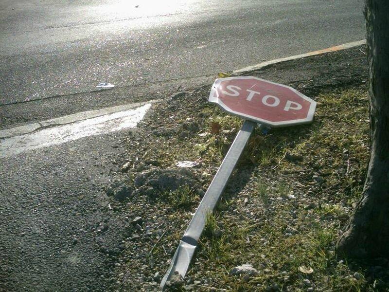 le stop est tombé , c'est devenue une priorité à droite