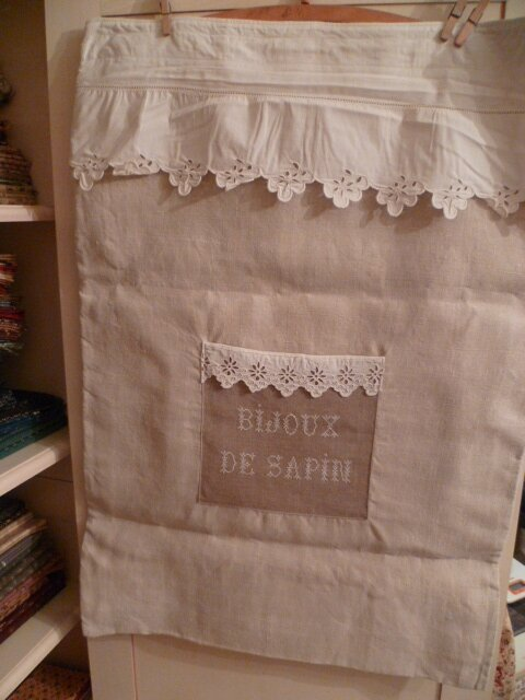 BIJOUX DE SAPIN:XXL BAG made with vintage material Measures approx: 34 in X 24 1/4 in =87 cm X 61,5 cm
