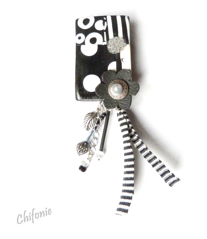 broche noir blanc_fleur et rayures
