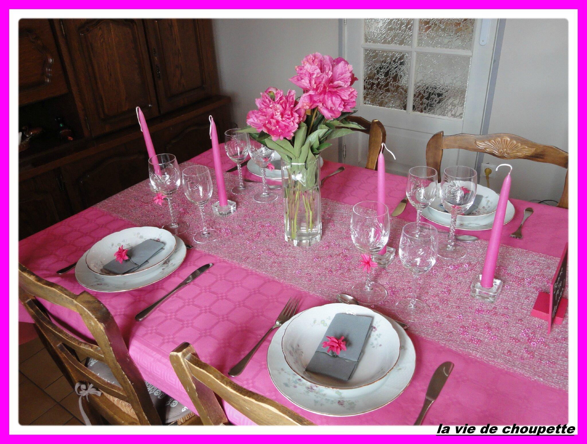 ma table rose fushia fete des mamans quand choupette et papoune cuisinent. Black Bedroom Furniture Sets. Home Design Ideas