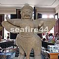 068_P Penh_musée national_garuda à l'entrée