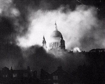 Cathédrale Saint-Paul pendant les bombardements de 1940