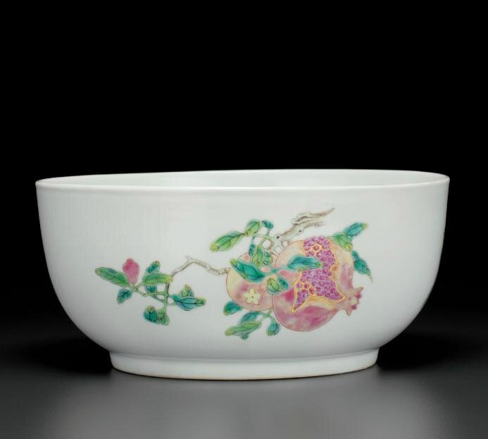 A famille rose 'sanduo' bowl, Qianlong six-character seal mark in underglaze blue and of the period (1736-1795)