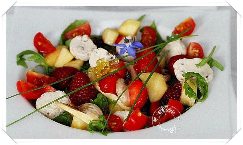 J'aime les salades composées et je ne crains pas les mélanges insolites.....Fraises, pommes, champignons, tomates, boursin......
