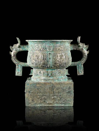 An_important_and_rare_archaic_bronze_ritual_offering_vessel__fangzuo_gui2