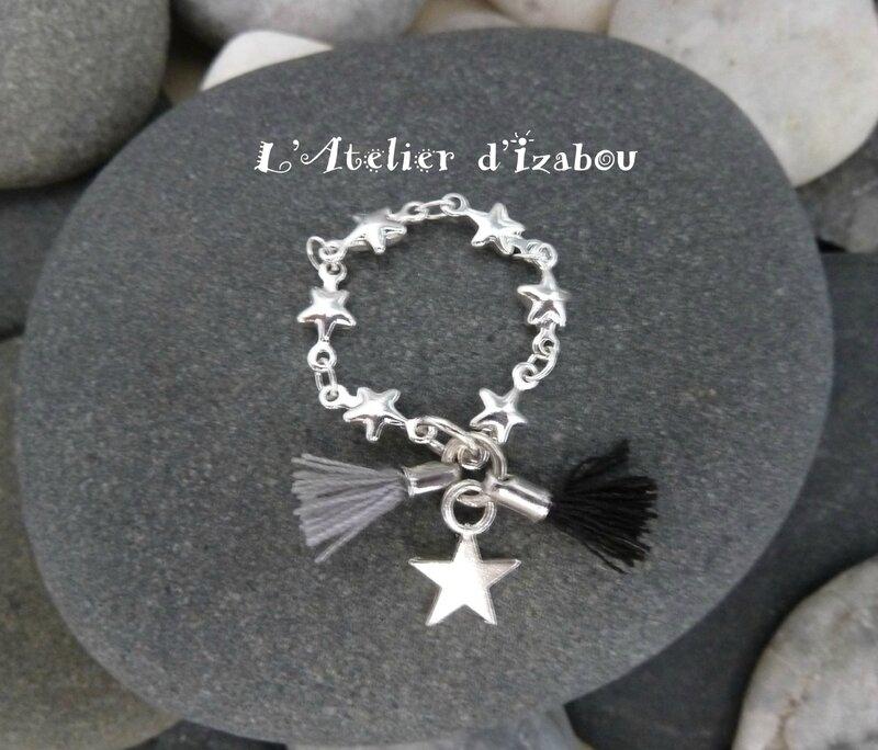 Bague chaîne étoilé pompons gris noir et breloque étoile