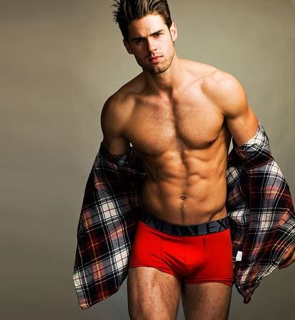 chad_white_boxer_rouge
