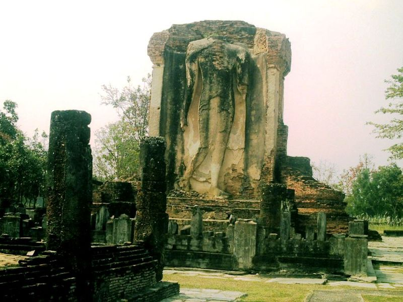 Sukhota ruines Bouddha marchant