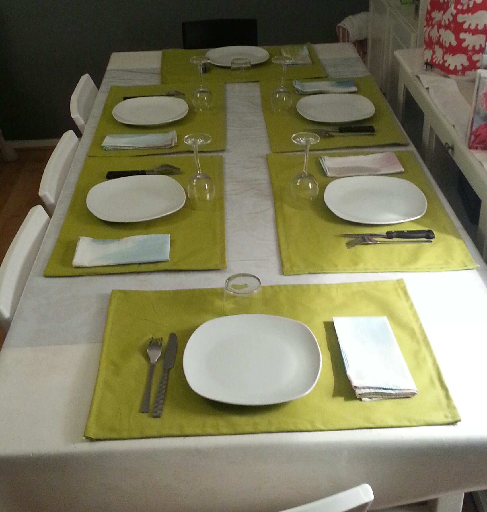 Des sets de table pour aller avec les serviettes for Set de table paillete